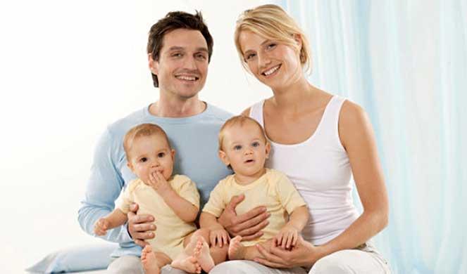 Усыновители новорожденного малыша