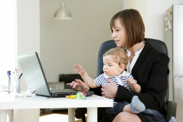 Работающая мать-одиночка