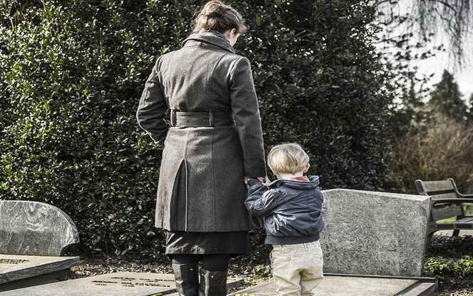 Установление отцовства после смерти